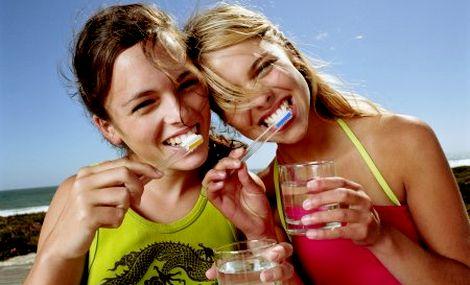 отбелить содой зубы